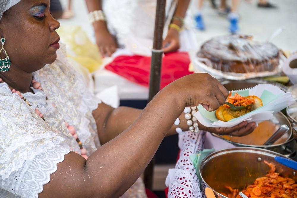 Que tal aproveitar o vero para se deliciar com a culinria baiana? (Foto: lazyllama / Shutterstock)