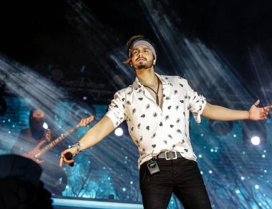 Luan Santana realiza no palco um de seus desejos mais antigos (Foto: Reprodução)