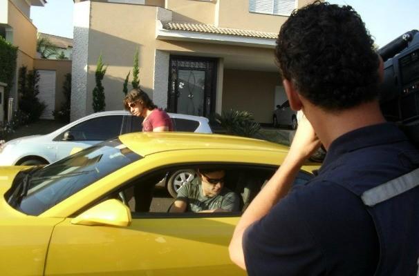 Munhoz e Mariano de camaro amarelo (Foto: Arquivo  / TV TEM)