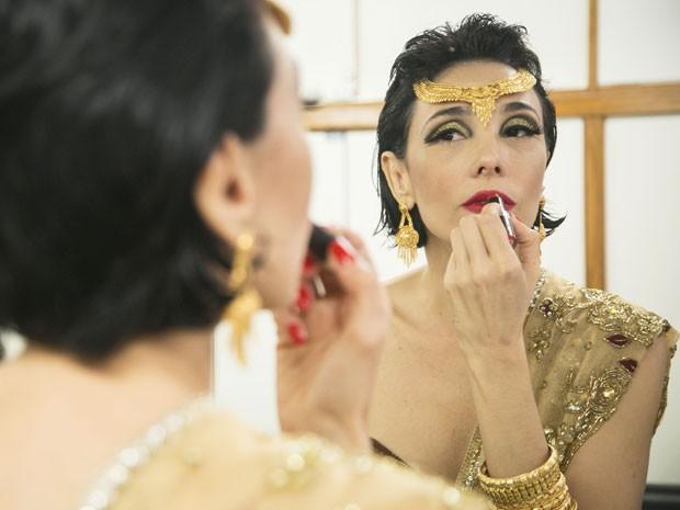 Make de Rita Elmor pode ser usado em ocasiões glamurosas e na folia carnavalesca (Foto: Raphael Dias/Gshow)