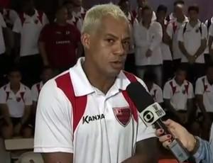 Marcelinho Paraíba espera que a sua experiência no futebol ajude o Oeste