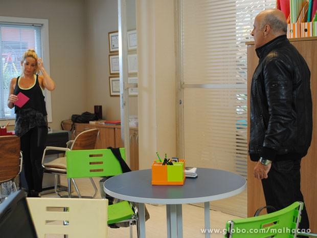 Pega no flagra! O Mathias vai ver a Marcela na sala dele, toda suspeita, e vai dar uma dura na prof (Foto: Malhação / Tv Globo)