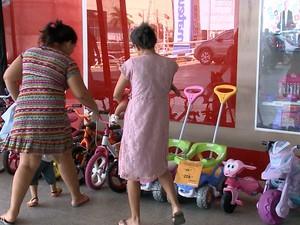 Pesquisa mostra aumento por procura de brinquedos para o 'Dia da Criança' (Foto: Reprodução/TV Mirante)