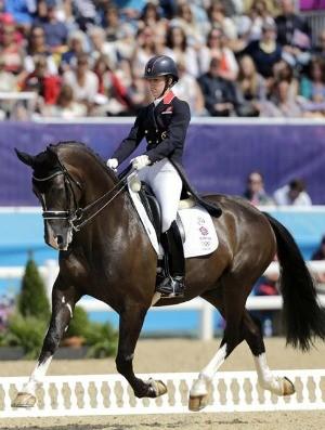 A britânica Charlotte Dujardin liderou o segundo dia e ocupa o topo do ranking geral (Foto: EFE)