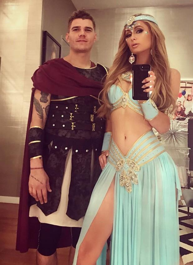 Parisa Hilton e o namorado, Chris Zylka (Foto: Reprodução/Instagram)