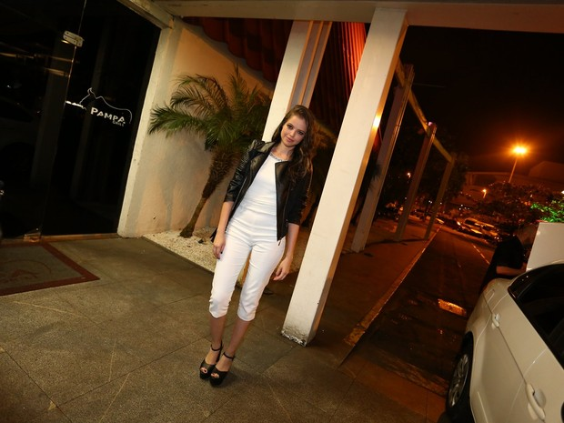 Agatha Moreira  em churrascaria na Zona Oeste do Rio (Foto: Delson Silva/ Ag. News)