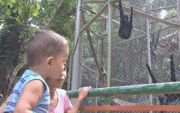 Crianças tem uma opção de lazer em Rio Branco (Foto: Acre TV)