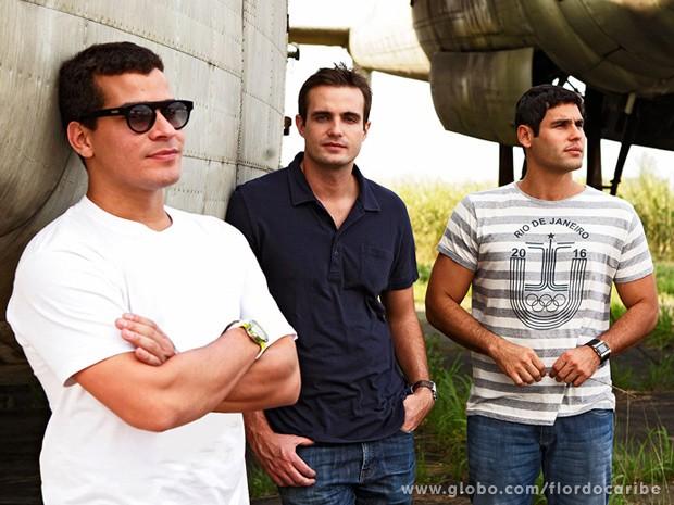 Os três psoaram para ensaio exclusivo no Museu Aeroespacial (Foto: Flor do Caribe / TV Globo)