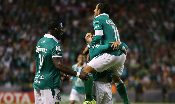 jogadores comemoração Leon  (Foto: EFE)