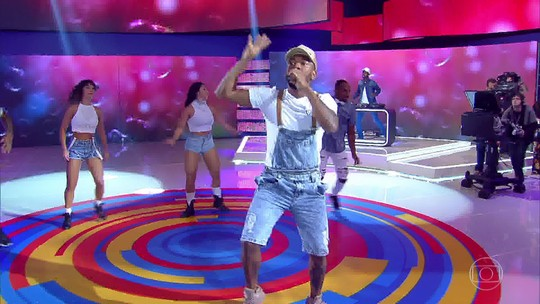 Nego do Borel agita a plateia com o hit ' Você partiu meu coração'
