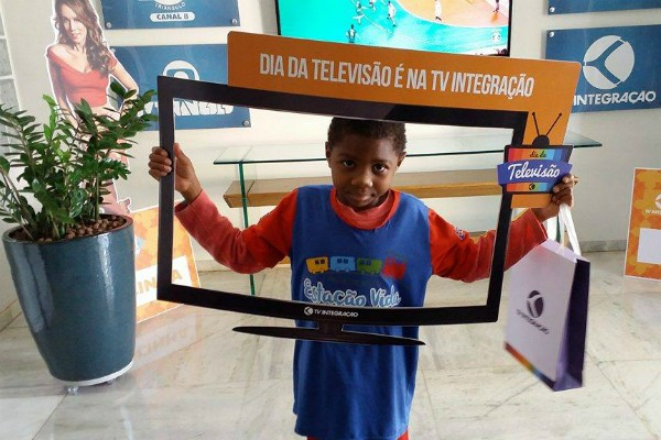 Adriano recebeu o presente nesta quarta-feira (17) (Foto: Fernanda Resende)