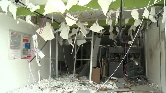 Bandidos explodem caixas eletrônicos de agência bancária em Igaci, AL