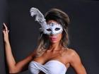 É carnaval? Graciella Carvalho posa com máscara e mostra corpo sarado