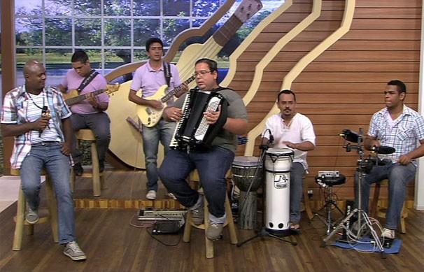 O  Grupo Forró Buscai animou a nossa tarde de sábado (30) (Foto: TVCA)
