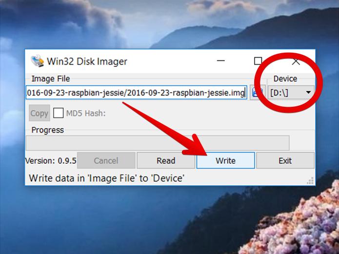 Selecione a unidade correta e clique em Write para gravar a imagem do sistema no cartão de memória (Foto: Reprodução/Filipe Garrett)