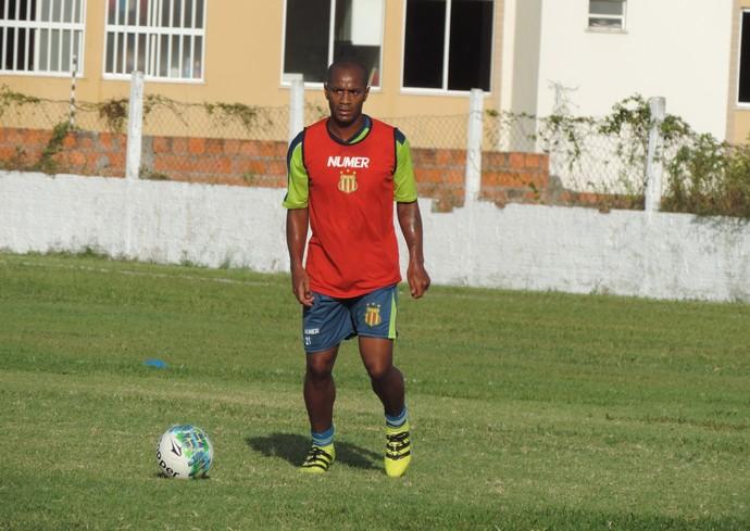 Diogo Orlando chegou ao Sampaio junto com o técnico Flávio Araújo depois de passagem no Itabaiana (Foto: Vinícius Bogéa / Sampaio)