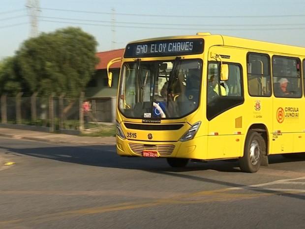 Usuários reclamam da qualidade dos ônibus em Jundiaí (Foto: Reprodução/TV TEM)