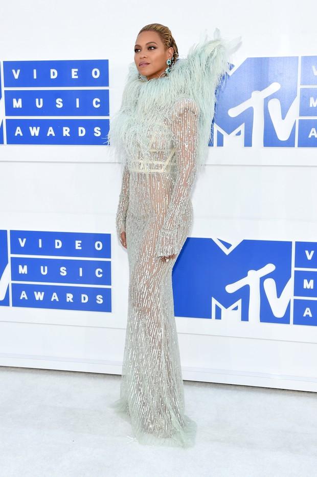 Beyonce brilha no tapete vermelho o VMA 2016 da MTV (Foto: Getty Image)