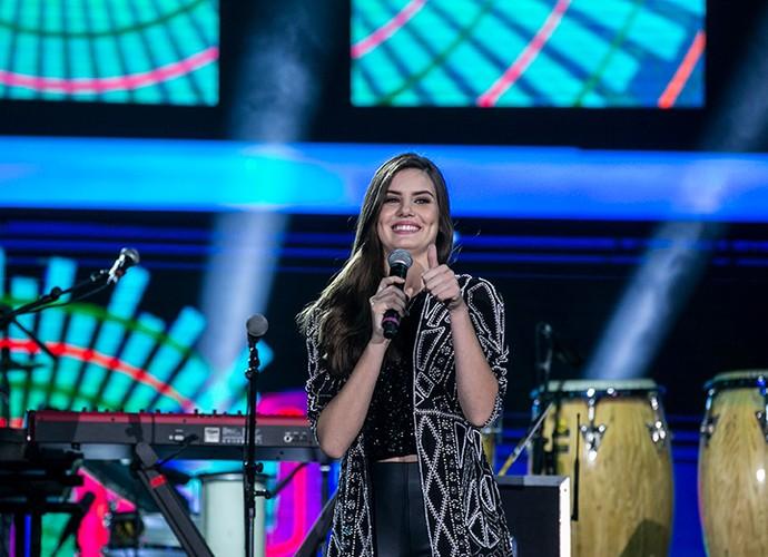 Camila Queiroz é uma das apresentadores do Festeja Brasil (Foto: Inácio Moraes/Gshow)