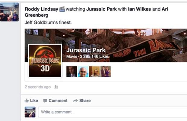 Postagem no Facebook que utiliza nova função de incluir ícone referentes a filmes, música e comida (Foto: Divulgação/Facebook)
