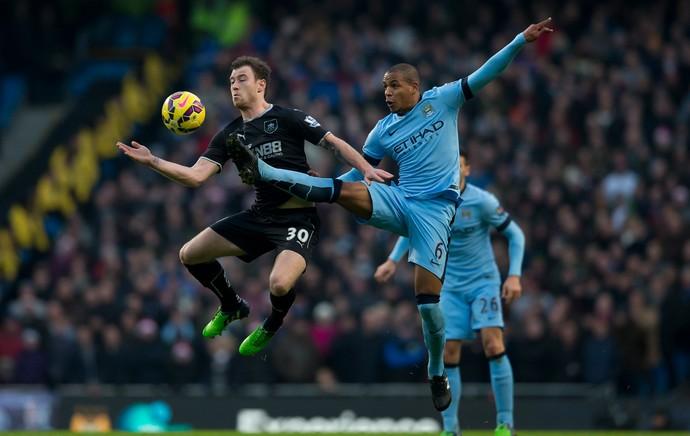 Barnes e Fernando, Manchester City x Burnley (Foto: AP)