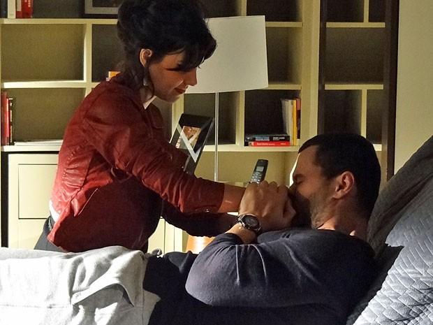 Fernando engana Miriam com seu teatro (Foto: Amor Eterno Amor/TV Globo)
