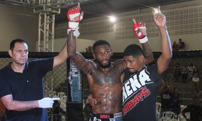 Ary Santos venceu Anderson Biscoito por nocaute técnico (Foto: Divulgação/Nativos Fight Gladiator)