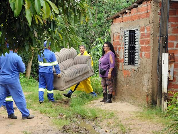 Retirada de moradores de área de risco em Campinas após chuvas (Foto: Luiz Granzotto/Prefeitura de Campinas)