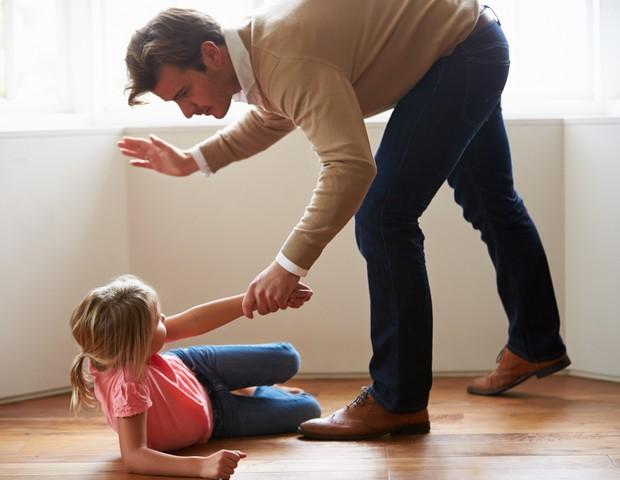 Nem um tapinha: França proíbe punições físicas às crianças (Foto: Thinkstock)
