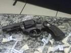 Jovem é preso com 58 sacolés de cocaína e arma em Barra Mansa, RJ