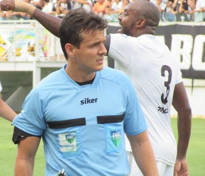 Caio Max Augusto Vieira árbitro