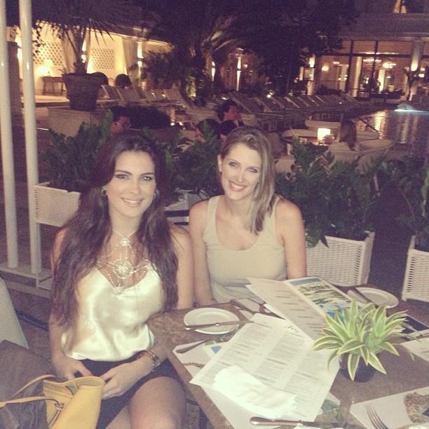 Ex-BBB Kamilla com amiga em hotel na Zona Sul do Rio (Foto: Instagram/ Reprodução)