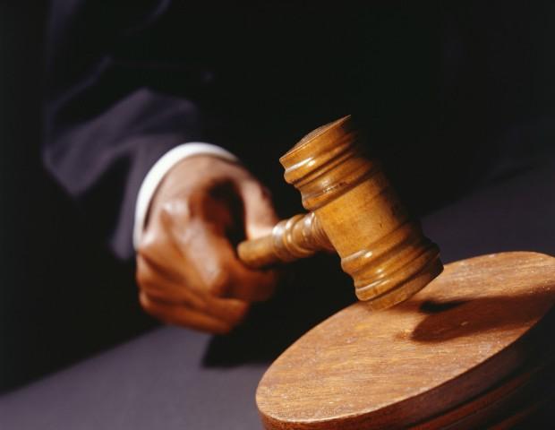 Juiz zomba de lei que trata do abuso sexual e diz que vítima deveria ter fechado as pernas (Foto: Thinkstock)