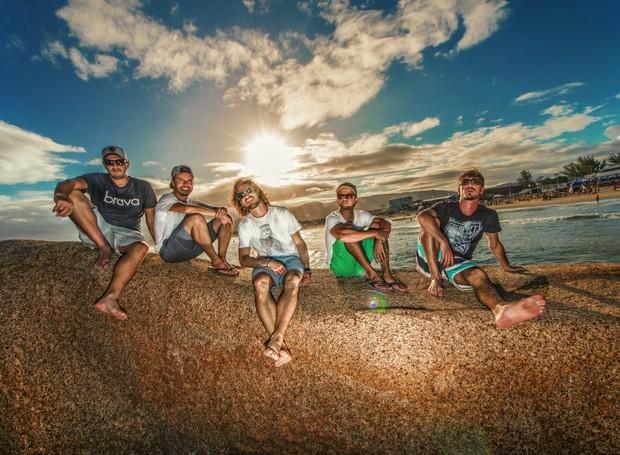 Banda brasiliense Surf Sessions se apresenta mesclando repertório autoral e alguns covers (Foto: Surf Sessions/Divulgação)