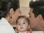 Pais de bebê com doença rara reúnem R$ 3 milhões após ajuda de famosos