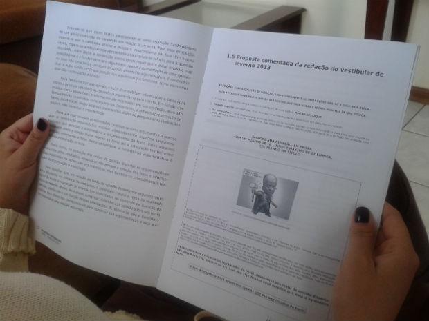 Revista reúne cinco redações escritas por candidatos no Vestibular de Inverno 2013 da UEPG (Foto: Silvia Cordeiro/G1)
