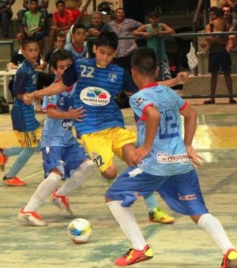 Jogo tenso e equilibrado. Decisão do título do Estadual Sub-13 fica para o dia 8 de setembro (Foto: Imagem/Tércio Neto)