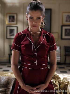 Ingrid Guimarães faz carão vestindo uniforme parecido com o de Nina (Foto: Sangue Bom/TV Globo)