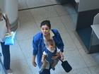 Sophie Charlotte embarca junto com o filho Otto em aeroporto no Rio
