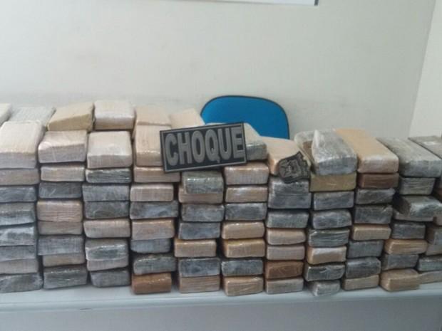 Maconha estava distribuída em 195 tabletes e estavam escondidos no interior de caixas de som (Foto: Divulgação/Senarc)