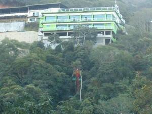 No prédio verde, volta a funciobar o boliche e o restaurante (Foto: Juliana Scarini/G1)