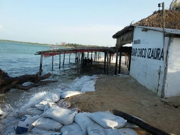 Situação que mais preocupa e na Praia de Macapá (Foto: Ellyo Teixeira/G1)