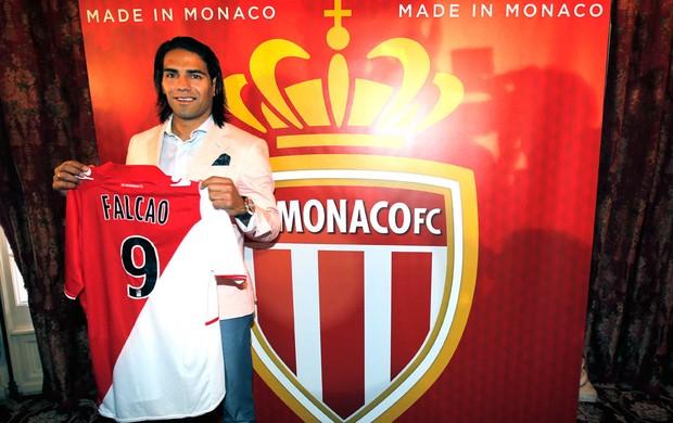 Falcão Garcia apresentação Monaco (Foto: Agência AP)