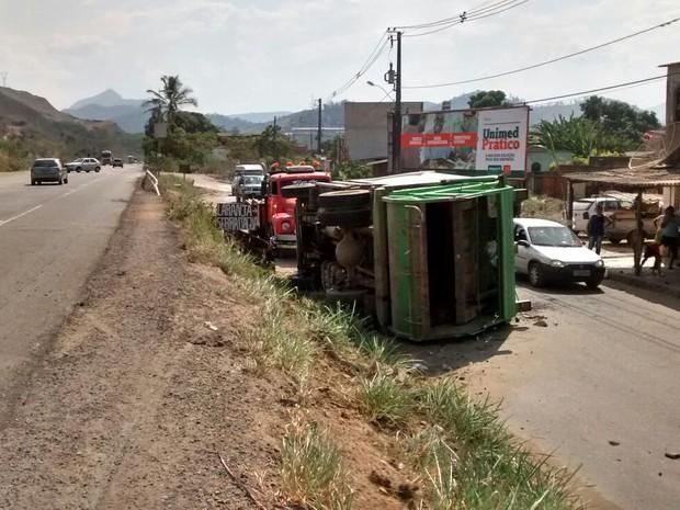 Morador disse que caminhão estava com velocidade reduzida (Foto: Marcos Guimarães / Intertv dos Vales )