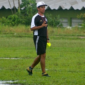 Treinador do Rio Negro, Iane Flores, fará alterações na defesa e ataque do time (Foto: Frank Cunha / Globoesporte.com)