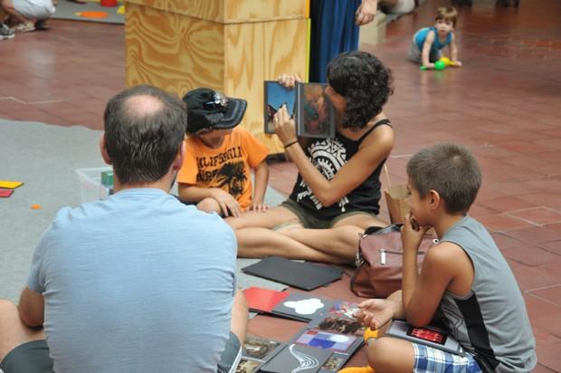 Projeto oferece um dia divertido no museu para as famílias (Foto: Christina Rufatto )