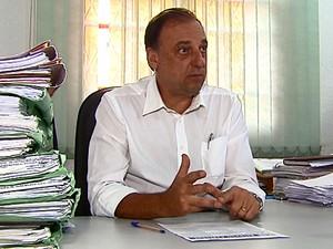 Secretário da Habitação diz que o objetivo é economizar (Foto: Reginaldo Santos/EPTV)