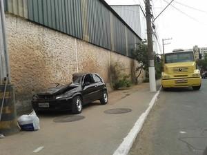 Carro atingiu carreta que estava estacionada (Foto: Idalice Martins/Arquivo Pessoal)