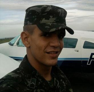 Alexandre Santos Saraiva, de 23 anos, foi sepultado com honras militares (Foto: Reprodução/Arquivo pessoal)