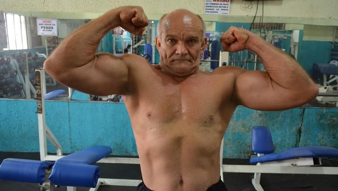 Vovô Animal, ex-fisiculturista de 70 anos (Foto: Matheus Henrique)